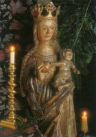Maria en Kind. Houten beeld met originele polychromie. Gotiek, ca. 1550. - A gothic image of the Virgin Mary and Child, around 1550.